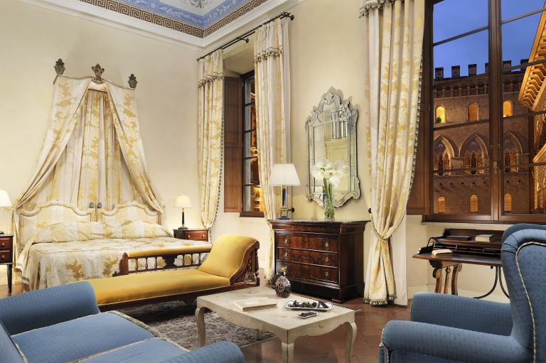 Starhotels_Grand_Hotel_Continental_Siena_Heritage Suite (1)