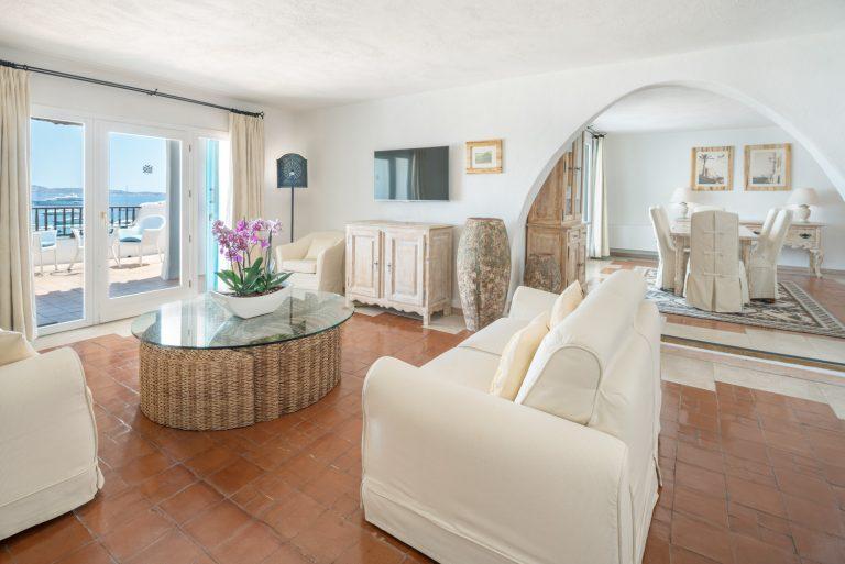 8-Presidential Suite Living