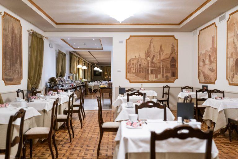 Due Torri Hotel Breakfast room 1