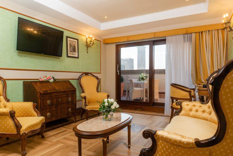Due Torri Hotel Suite Mozart - living room