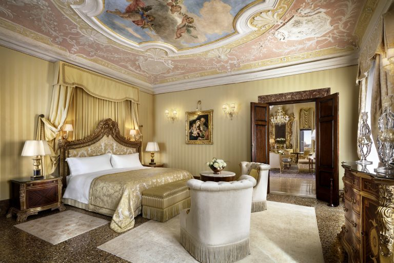 Hotel Danieli -Doge Dandolo Royal Suite - Bedroom