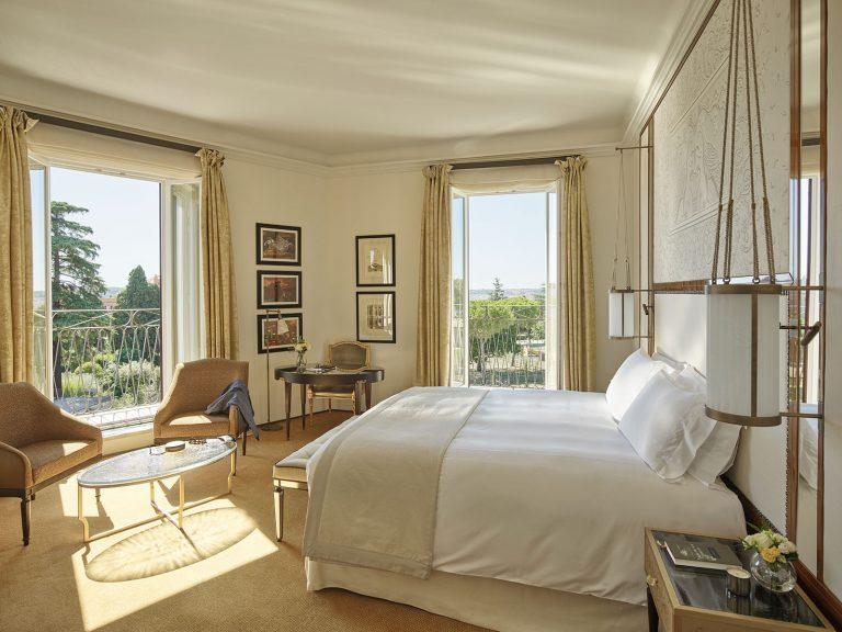Hotel_Eden_Roma_-_Junior_suite_with_view_-_bedroom_new