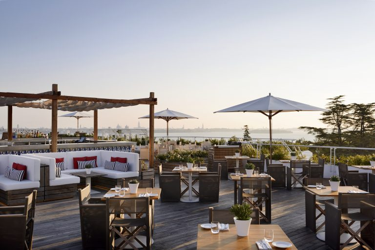 JW Marriott Venice Resort & Spa Sagra_Poolside_Bar2