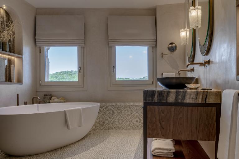 LUX_OLBLC_PENT_Harrods_Suite_Bathroom_Second