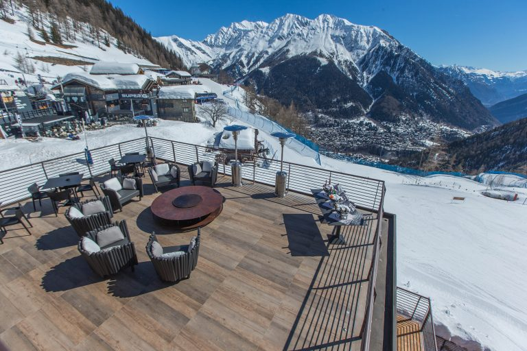 Le Massif_La Loge du Massif_Terrace with view on Courmayeur_2