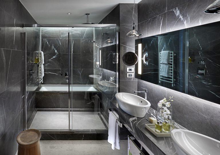 Mandarin Oriental, Milan RM 227 BTHRM FINAL 01AA Executive suite