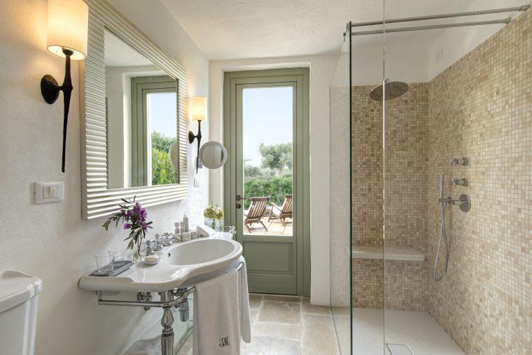 Masseria Torre Maizza Deluxe Room with Terrace - bathroom
