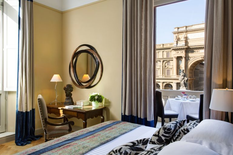 RFH - Hotel Savoy - Repubblica Suite - bedroom with view