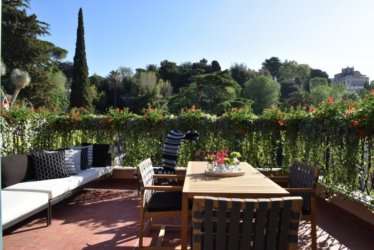 RFH Hotel de Russie - Picasso Suite - Terrace with sofa