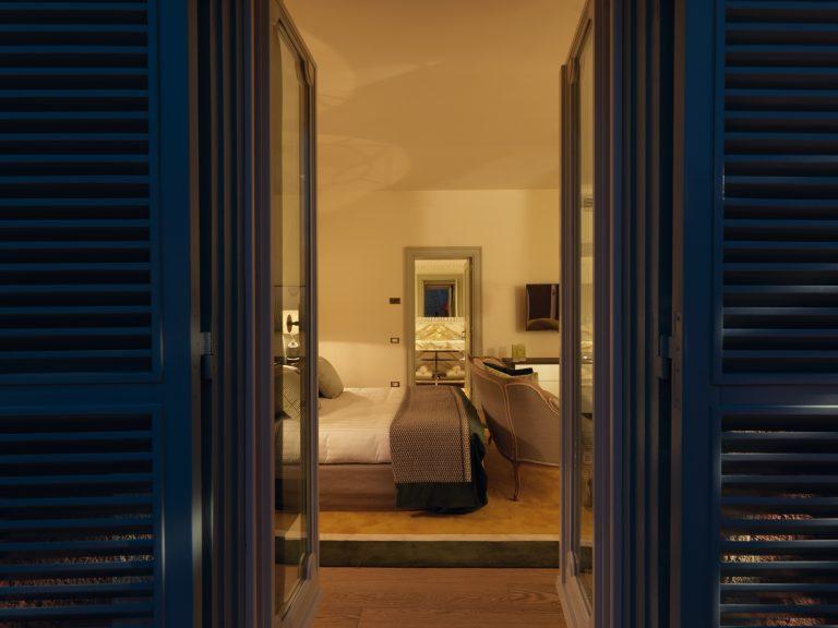 RFH Hotel de Russie - Popolo Suite - Bedroom from terrace (shutters showing)