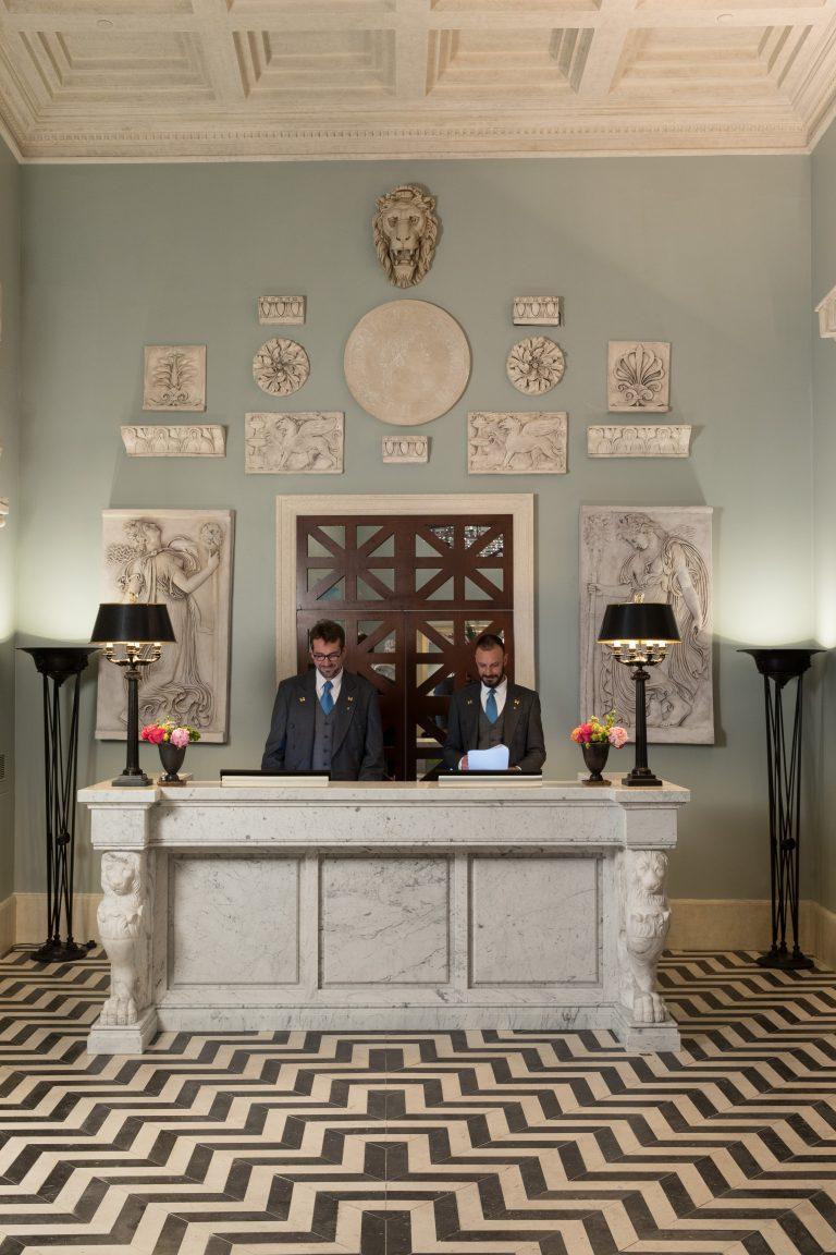 RFH Hotel de la Ville - Concierge Desk 0877 JG May 19