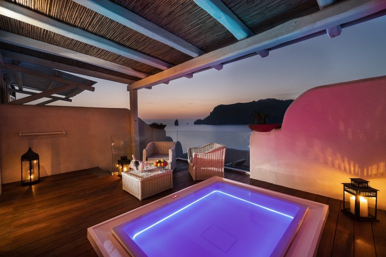 Therasia Resort Sea & Spa Master with jacuzzi on the terrace and sea view (22)