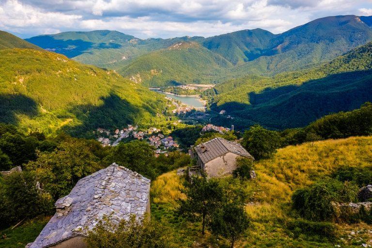 Via Vandelli - Lake Vagli from Campacatino village