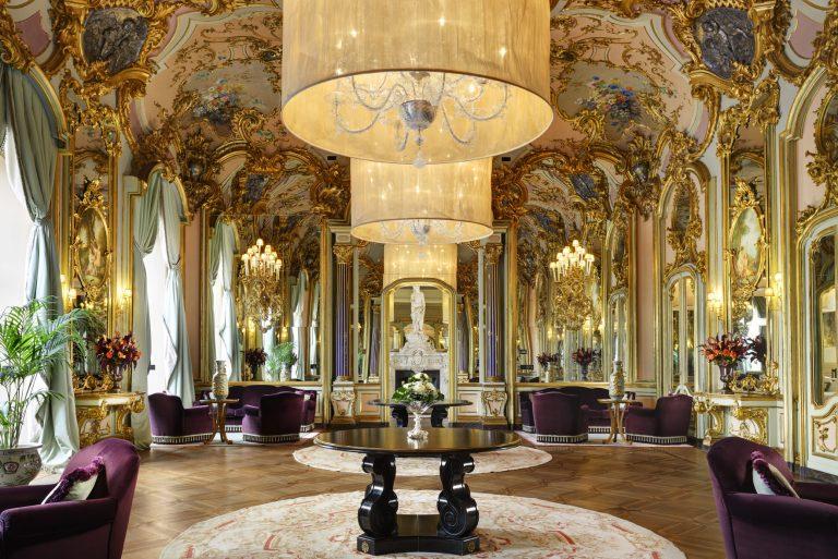 Villa Cora Mirrors Room