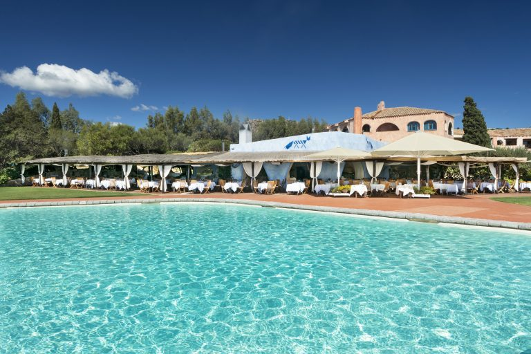 luxOLBLCre-180401-Barbecue Restaurant and Swimming Pool-