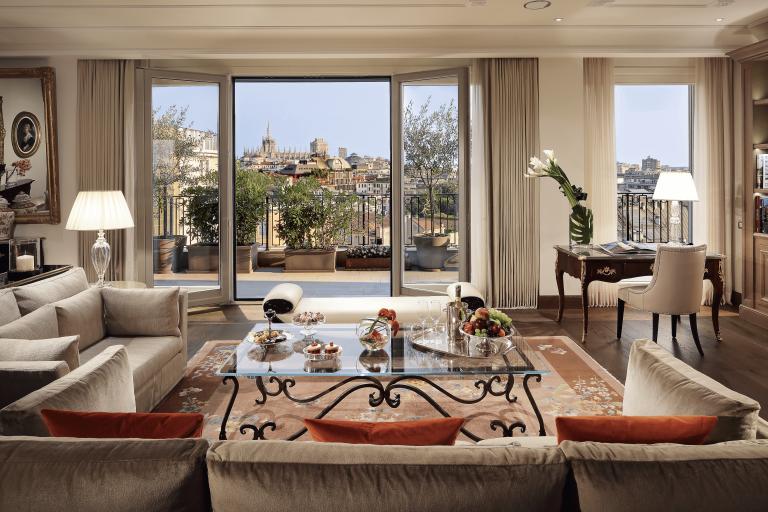palazzo-parigi-hotel-&-grand-spa-8-imperial-suite_optimized