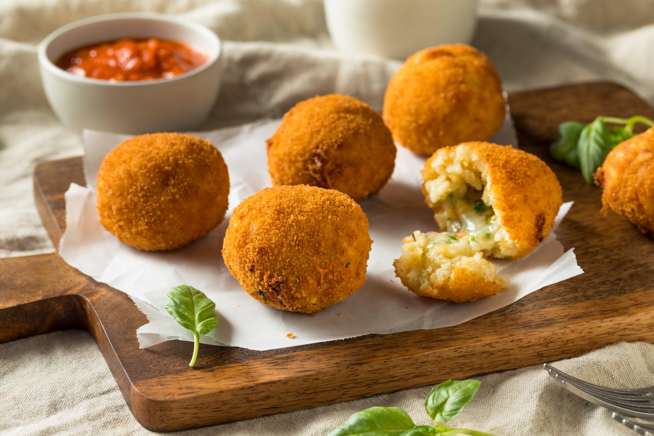 Homemade,Deep,Fried,Risotto,Arancini,With,Basil,And,Marinara