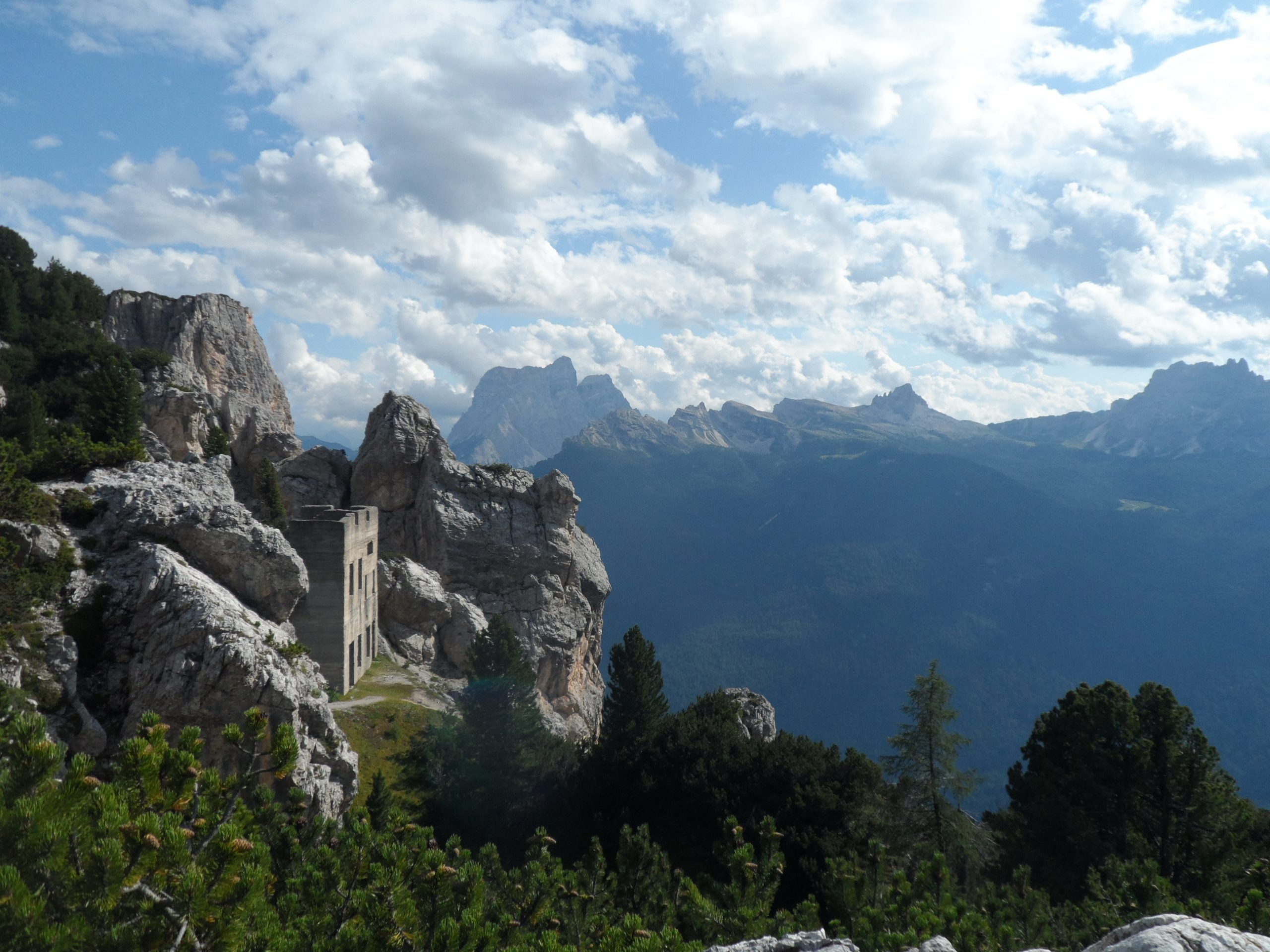 Cliffhanger,Movie,Lodge,In,Dolomites