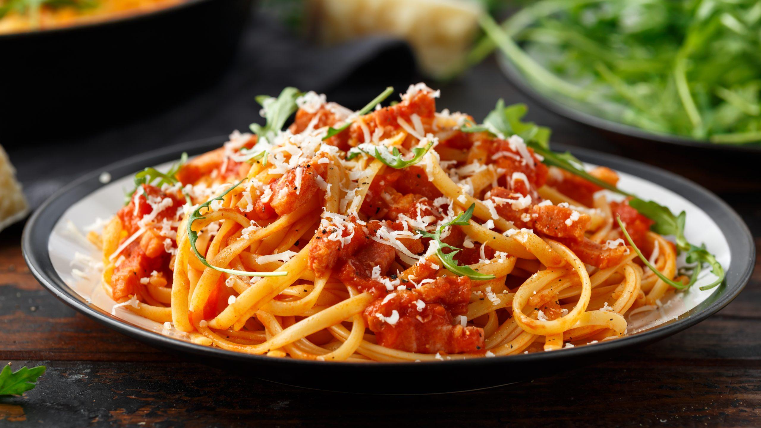 Spaghetti,Alla,Amatriciana,With,Pancetta,Bacon,,Tomatoes,And,Pecorino,Cheese