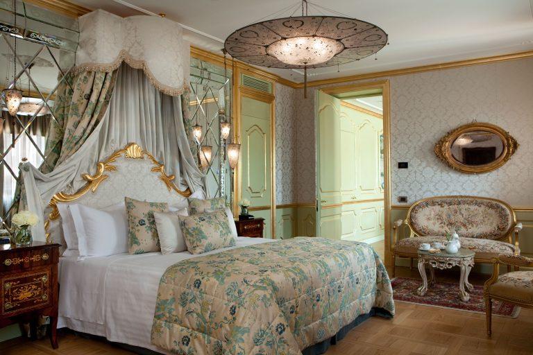 Baglioni_Hotel_Luna_San_Giorgio_Suite_Master_bedroom