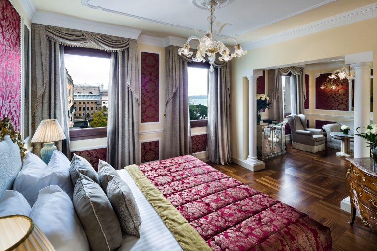 Baglioni_Hotel_Luna_Suite_Lagoon_view