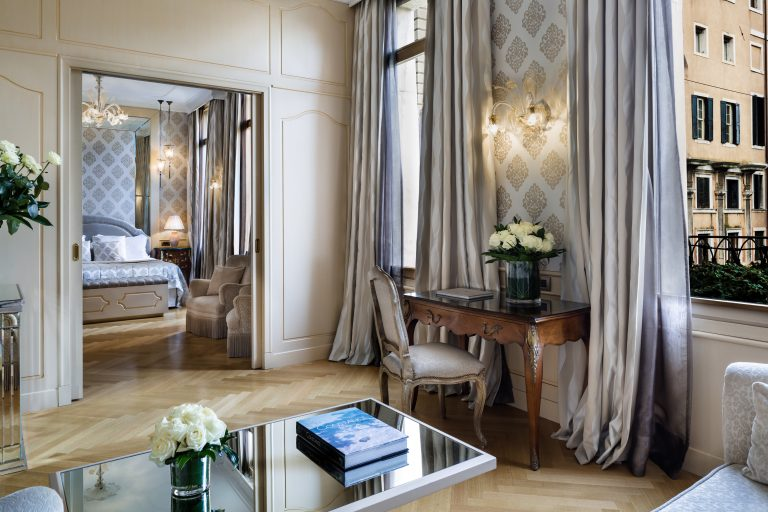 Baglioni_Hotel_Luna_Suite_living_view