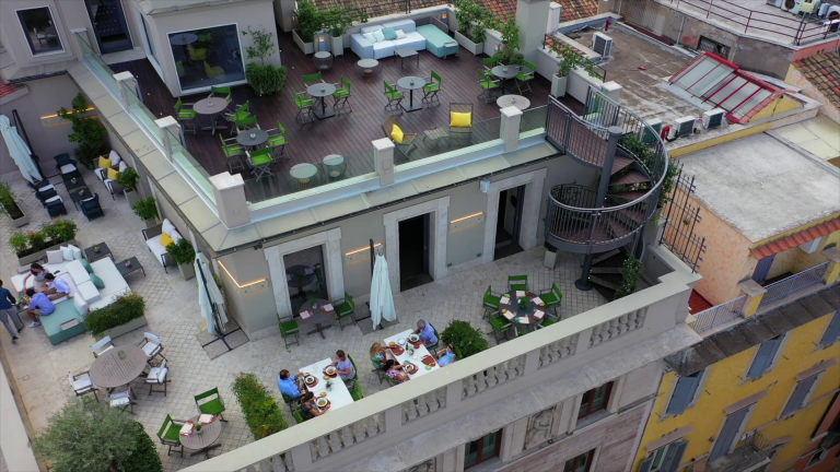 Singer Palace terrazzi dal drone